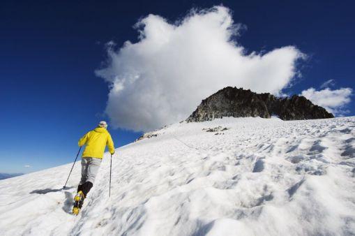 Aneto (3.404 metros). Pirineos, Huesca El Aneto es la cumbre más alta de los Pirineos. Su formidable pirámide, que se alza sobre cuatro glaciares, se ve desde cualquier punto de la cordillera y desde muchos rincones de la comarca oscense de la Ribagorza, donde se encuentra. CHRISTIAN KOBER (CORBIS)